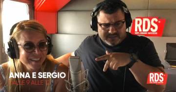 Anna Pettinelli e Sergio Friscia cantano 'La coppia più bella del mondo'