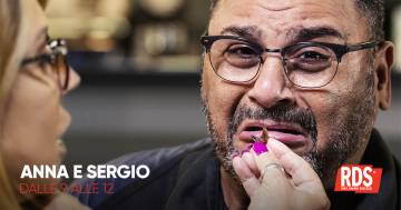 Sergio Friscia mangia i grilli. Una penitenza da leccarsi i baffi