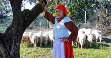 La penitenza di Anna Pettinelli: eccola in versione 'pastorella'