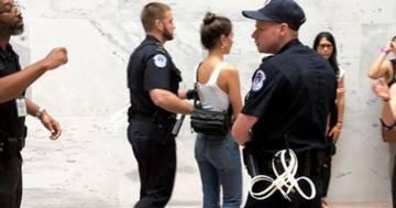 Arrestata a Washington la supermodella Emily Ratajkowski