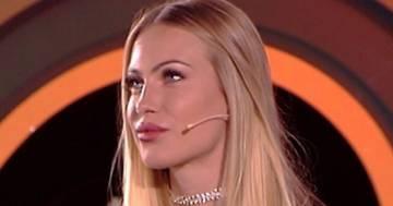 Taylor Mega sfoggia un orologio da oltre 100mila euro e si tira dietro le critiche