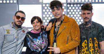 'Pensare male' in accento campano: i The Kolors cantano la demo 'originale' con ipeggiodiRDS