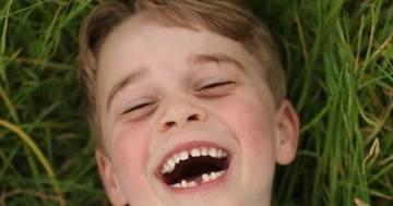 Il principe George compie gli anni: le foto scattate da mamma Kate Middleton