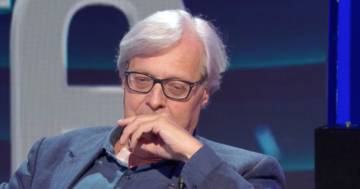 Vittorio Sgarbi si commuove in tv ricordando la madre