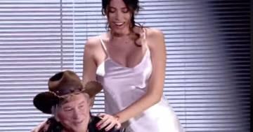 Aida Yespica: lo spogliarello sexy per Mickey Rourke