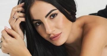 Giulia De Lellis cambia look: capelli grigi e frangia