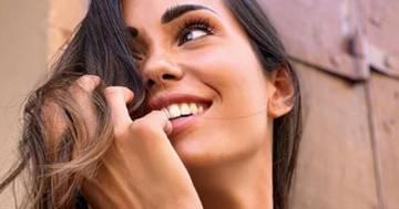 Federica Nargi ci da un taglio: il nuovo look con la frangetta è perfetto