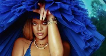 Calze nere e sguardo da pantera: Rihanna lascia tutti senza parole