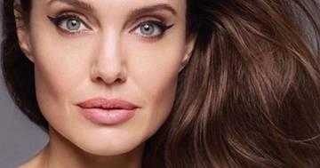 Angelina Jolie posa nuda a 44 anni