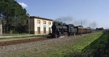 Il treno storico che vi porta a visitare i mercatini di Natale del Piemonte