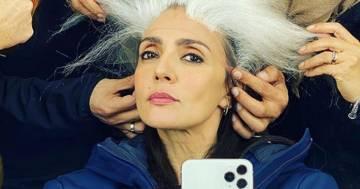 Ambra si mostra con i capelli bianchi: il post su Instagram stupisce tutti