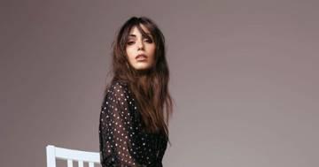 Federica Nargi in calze nere e shorts: la foto è irresistibile