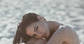 Giulia De Lellis senza veli in spiaggia: la foto è bollente