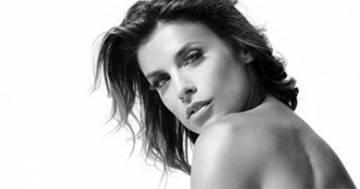 Elisabetta Canalis su Instagram: il suo post in bianco e nero è sensualissimo