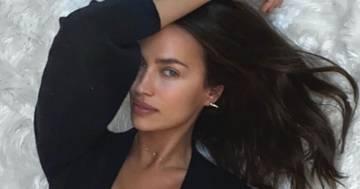 Irina Shayk: il gioco nella vasca è con il suo pericoloso boa