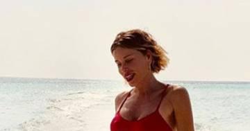 Alessia Marcuzzi alle Maldive: le foto in bikini sono irresistibili