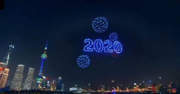 Al posto dei fuochi d'artificio 2.000 droni luminosi: il capodanno di Shangai è stato spettacolare