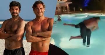 Pierfrancesco Favino e Francesco Totti si tuffano abbracciati in piscina: il video