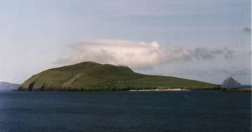 Il lavoro dei sogni: cercano due custodi per un'isola deserta in Irlanda
