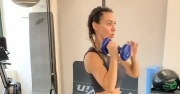 Melita Toniolo ha un fisico mozzafiato, l'allenamento in palestra è bollente