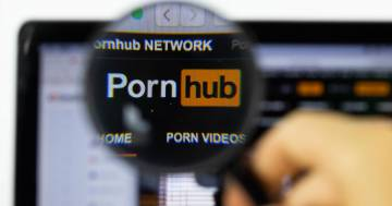 Pornhub finisce in tribunale: un utente sordo vuole i video con i sottotitoli