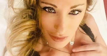 Sabrina Salerno è irresistibile: la foto con il completino intimo fa impazzire i follower