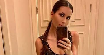 Elisabetta Gregoraci stupisce i follower con un abito 'bucato'