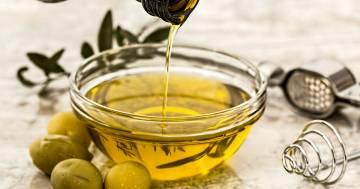 Perché bere un cucchiaio di olio di oliva al mattino fa bene