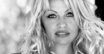 Pamela Anderson sposa a sorpresa Jon Peters, il fidanzato di 30 anni fa