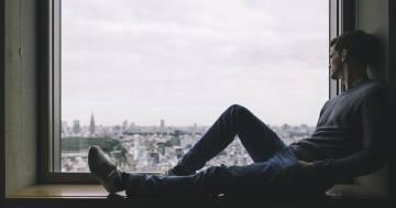 Stare soli per un quarto d'ora riduce lo stress: lo dice la scienza