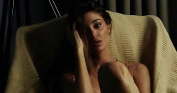Belen Rodriguez fa impazzire i fan: le nuove foto in intimo sono irresistibili
