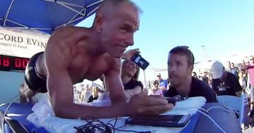 Questo 62enne ha battuto il record mondiale di planking: ecco quanto ha resistito