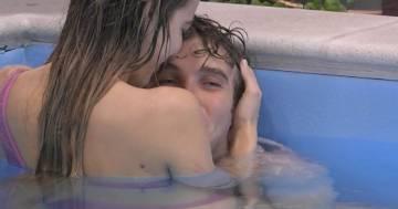 Scoppia la passione al 'GF Vip': il bacio tra Paolo e Clizia in piscina