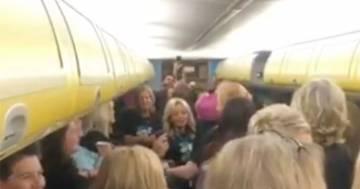 Concerto a bordo di un volo Ryanair: il video diventa virale