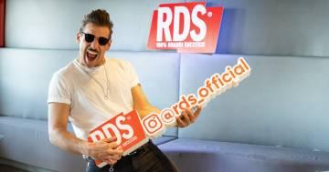 Francesco Gabbani: la sua canzone disturbata con #iPeggio di RDS è perfetta