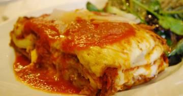 Il segreto dello chef per rendere la lasagna al forno cremosa e saporita