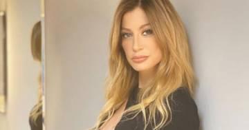 Maddalena Corvaglia sensuale in abito da sera: il post conquista i follower