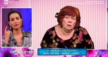 Morgan telefona in diretta tv alla madre che piange a 'Vieni da me' su Rai1