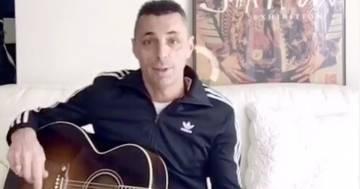 Oggi Alex Britti darà lezioni di chitarra in diretta su Instagram