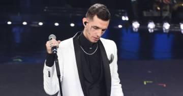 All'asta lo smoking indossato da Achille Lauro a Sanremo 2019: il ricavato andrà agli ospedali
