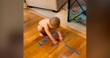 Quarantena dentro casa: il percorso per il figlio sulle note di Rocky è geniale