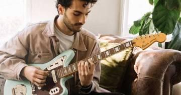 Fender regala lezioni gratuite per imparare a suonare la chitarra, il basso e l'ukulele