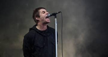 Liam Gallagher invita tutti a lavarsi le mani sulle note di 'Wonderwall'