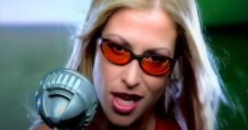 Anastacia: compie 21 anni l'energica hit 'I'm Outta Love'