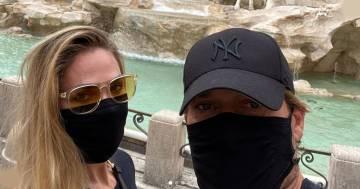 Francesco Totti e Ilary Blasy passeggiano per il centro di Roma senza essere riconosciuti