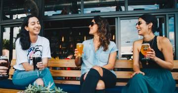 Si potrà andare al ristorante con gli amici? L'ipotesi del Governo
