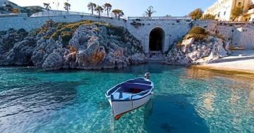 Le barche possono volare, ma solo in Salento. Le immagini sono suggestive