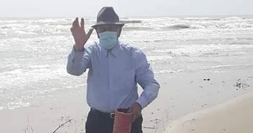 Nonno Pasquale ogni giorno fa 60km per pulire la spiaggia
