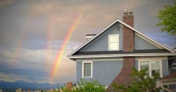Quello nella foto non è un triplo arcobaleno, ma un fenomeno ancor più raro