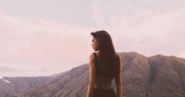 Cecilia Rodriguez in costume sul Lago di Como: la foto è bollente